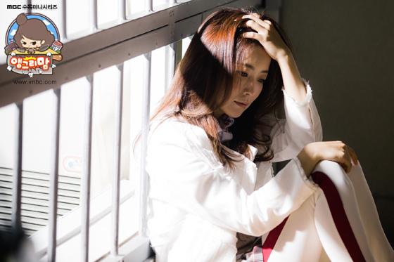 《憤怒的媽媽》曝花絮 金喜善女神美貌惹人羨_2