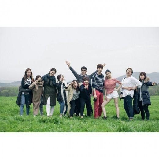 姜素拉曬《心情好又暖》團體照 喜笑顏開幸福滿溢
