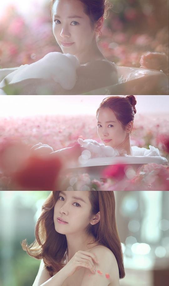 韓智敏拍廣告沉浸玫瑰園變清新女神