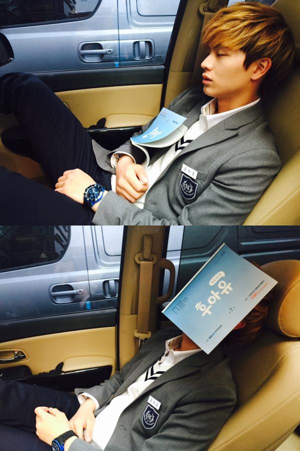 《學校2015》陸星材劇本不離手 疲倦難擋車內入眠