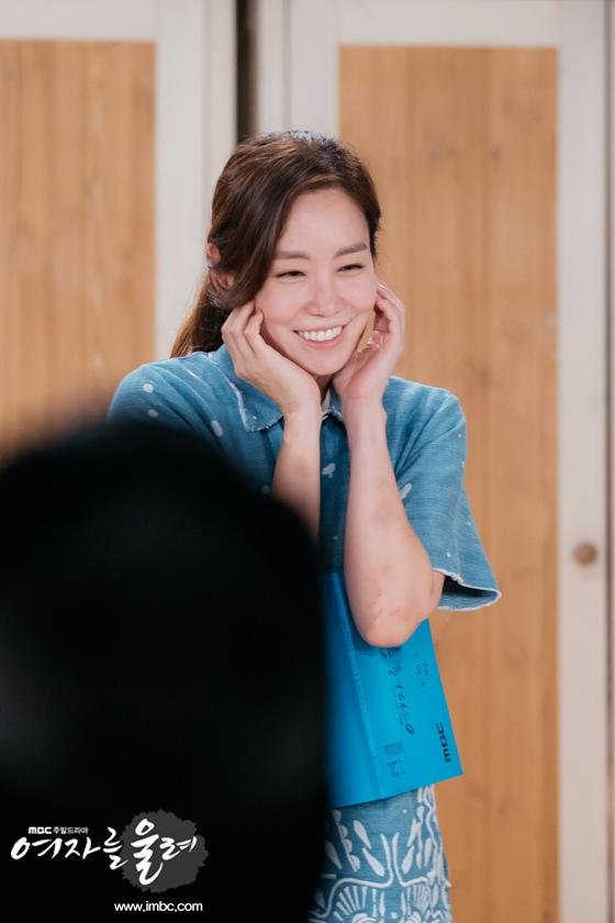 《讓女人哭泣》金廷恩現場溫習劇本 陽光微笑感染眾人_2