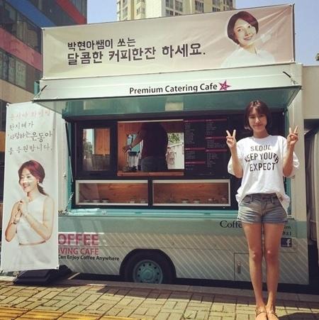 韓智慧代金允書送咖啡車 應援《恩東》劇組