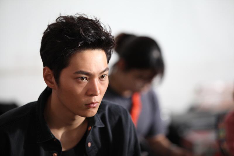 《龍八夷》周元全新片場照 戴口罩難掩犀利目光 _1