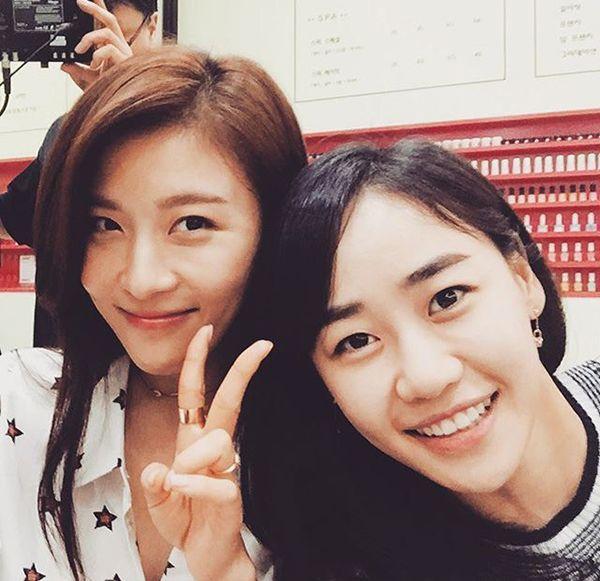 《愛你》姜萊燕河智苑親密合影 戲裡戲外都是好姐妹