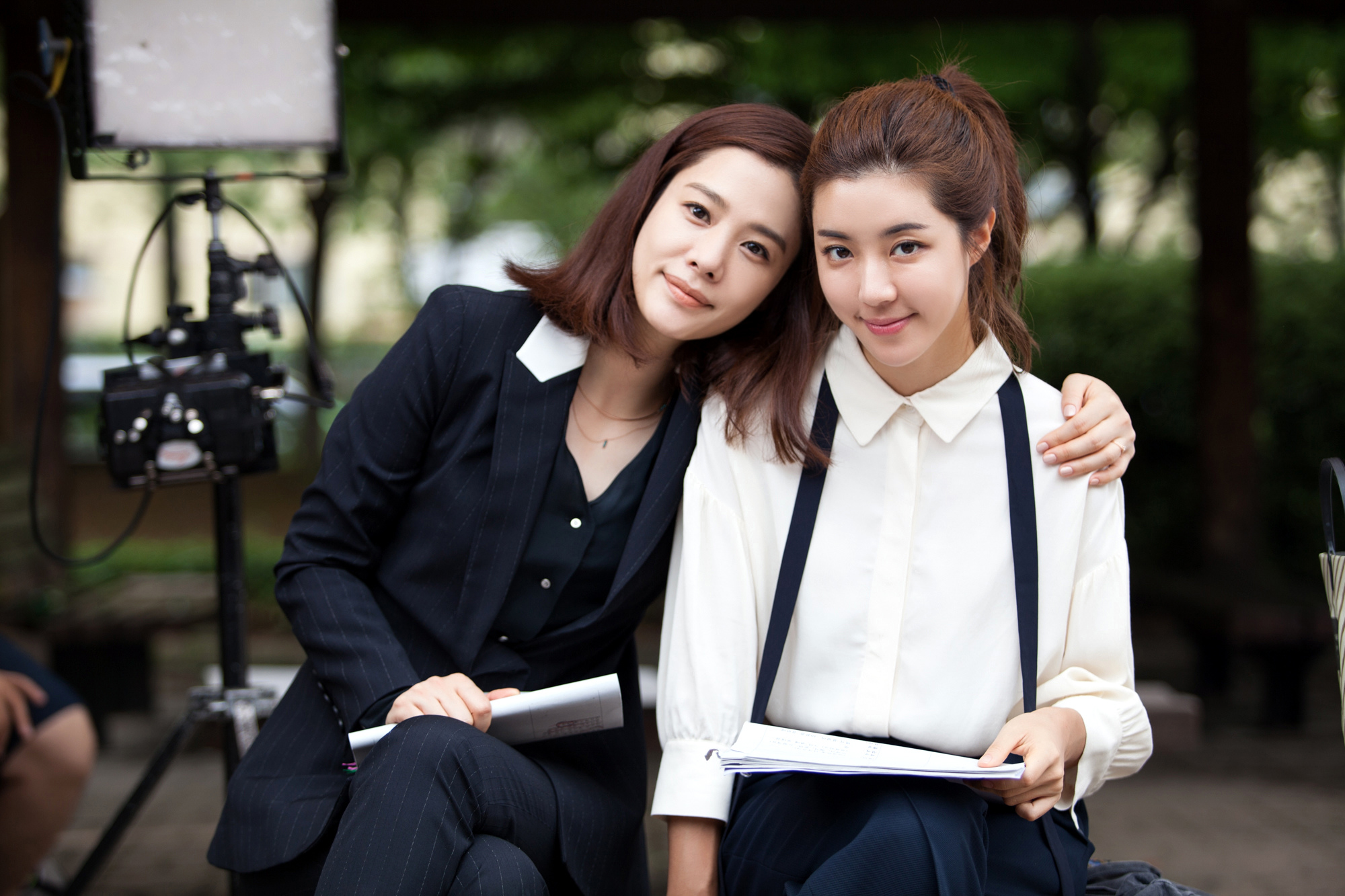 《我有愛人》曝片場照 金賢珠朴寒星親密合影 _3