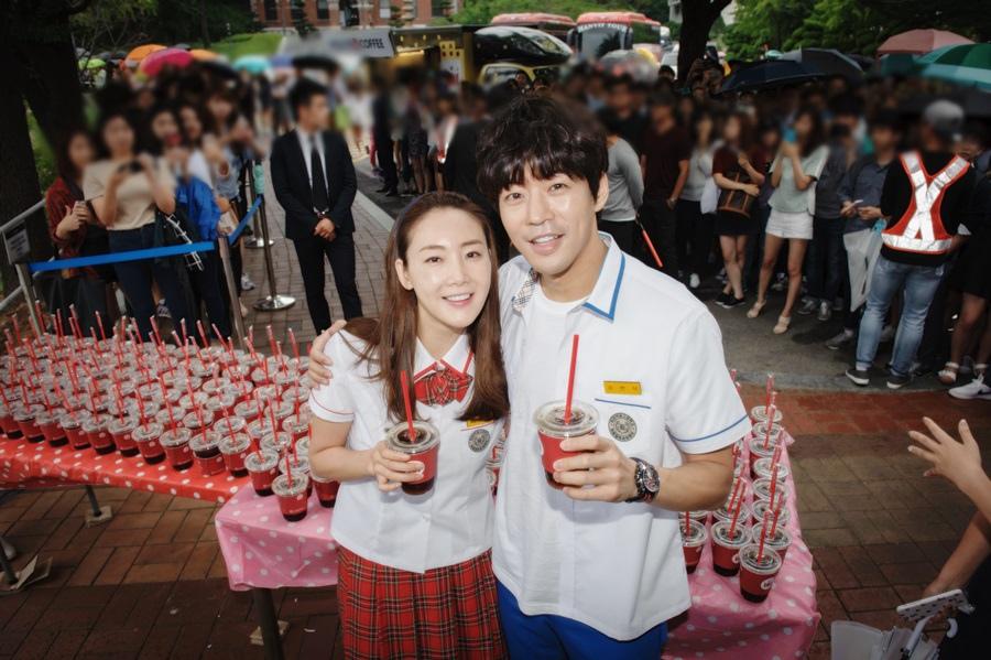 《第二個二十歲》崔智友李相侖履行約定 校園派送冰咖啡 _1