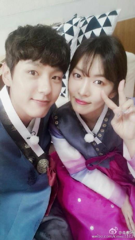 金素妍郭時暘曬自拍 韓服裝扮似新婚夫婦