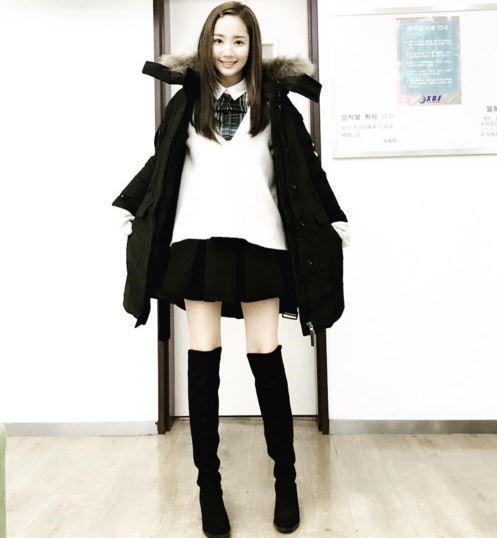 朴敏英變身學生妹 清純童顏美貌吸睛