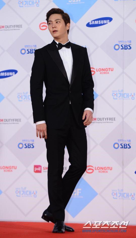 「2015 SBS演技大賞」落幕 周元憑《龍八夷》成最大贏家