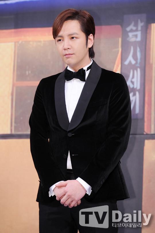 張根碩確定出演古裝劇《大發》 變身朝鮮時代老千