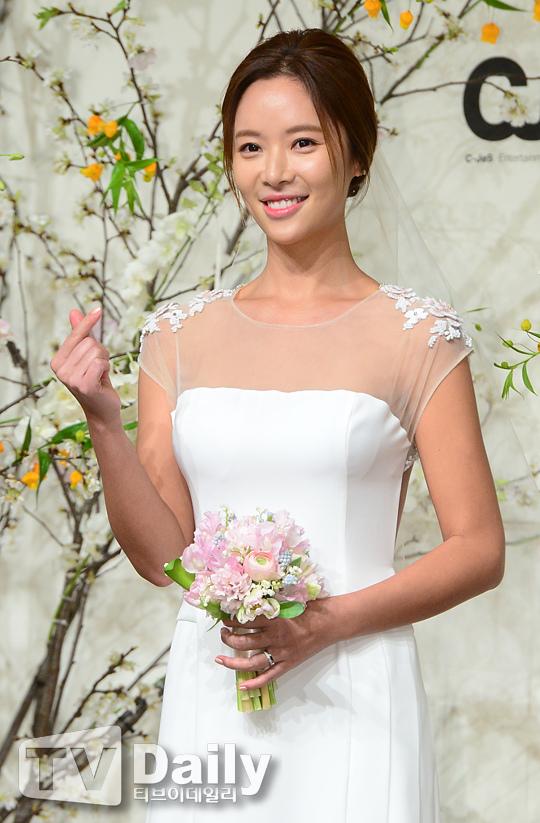 黃靜茵今日大婚! 從女團成員到演員再到人妻