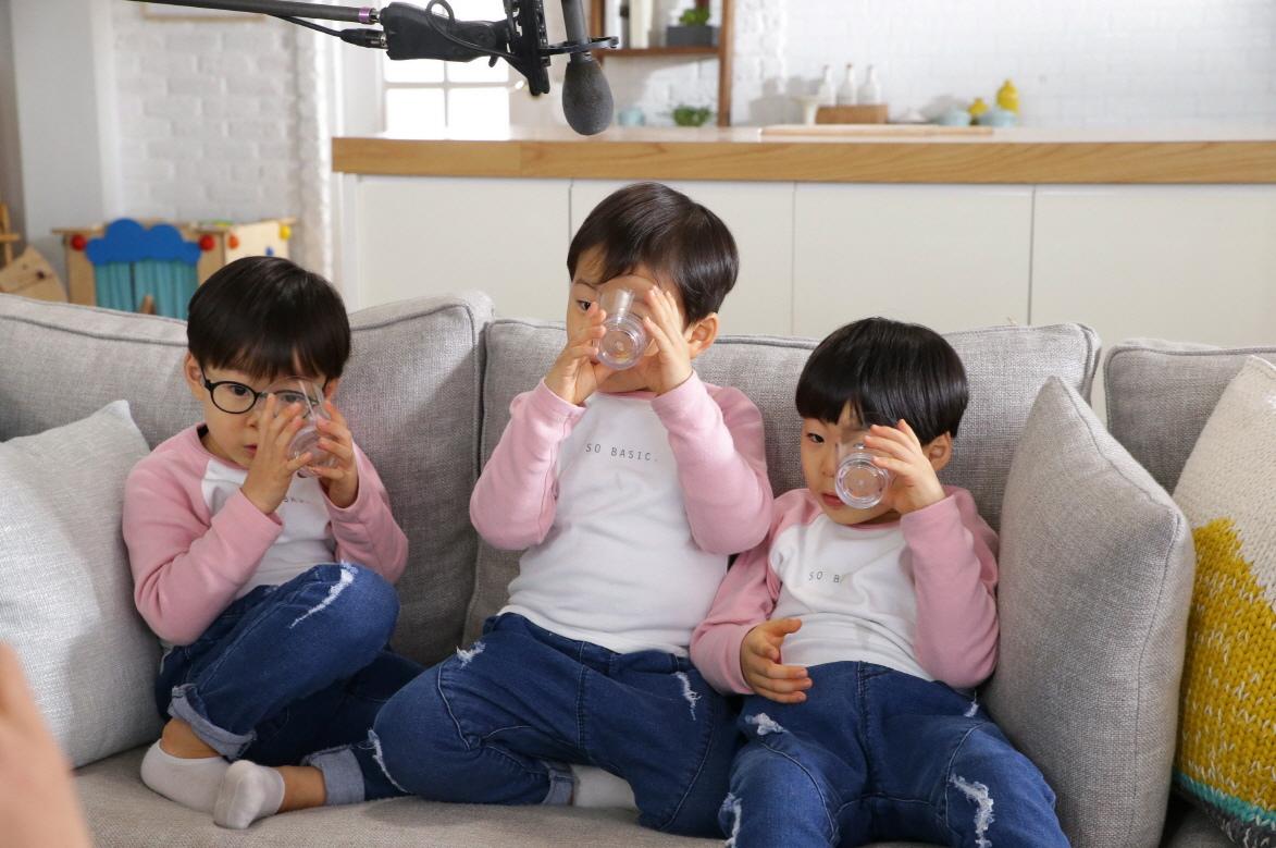 三胞胎拍廣告萌態可掬 _2