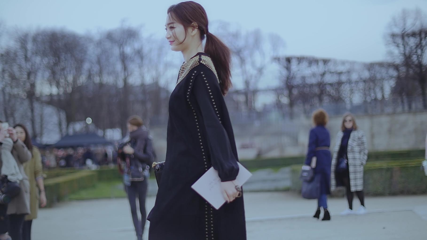 申敏兒漫步巴黎街頭 演繹法式優雅 _4
