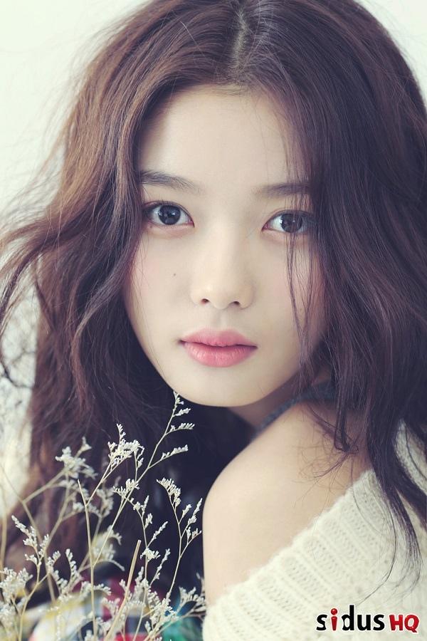 金裕貞接拍KBS新劇《雲畫的月光》與朴寶劍上演浪漫戲份