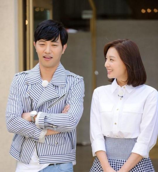 《RM》發最新預告照 「久媛情侶」穿著時尚相得益彰
