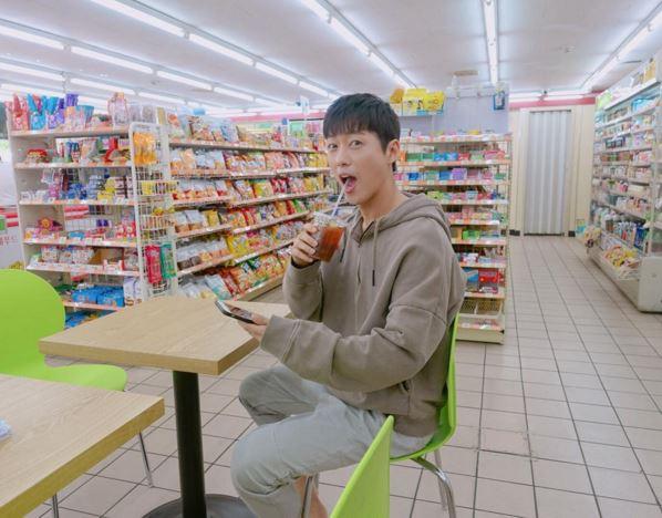 南宮珉SNS曬照 自爆喜愛便利店美食