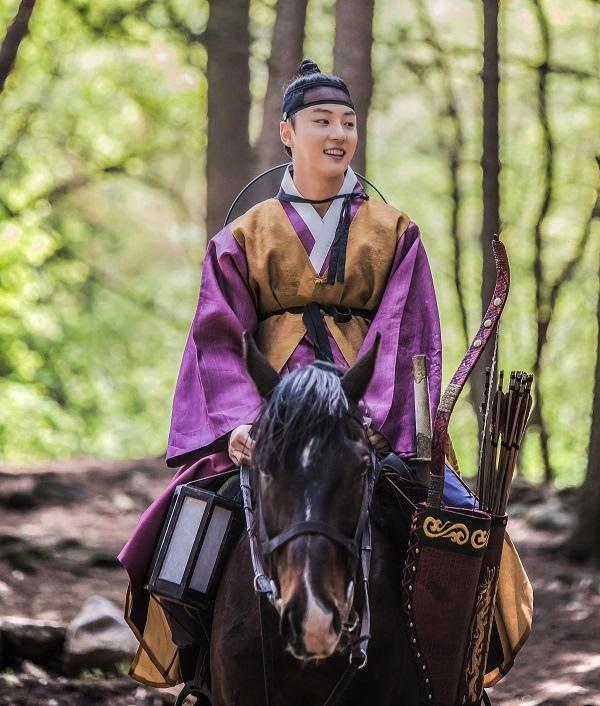 《魔女寶鑑》最新片場照發布 尹施允郭時暘騎馬同現身_4