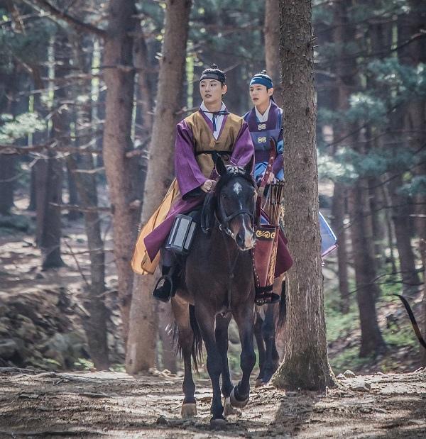 《魔女寶鑑》最新片場照發布 尹施允郭時暘騎馬同現身_1