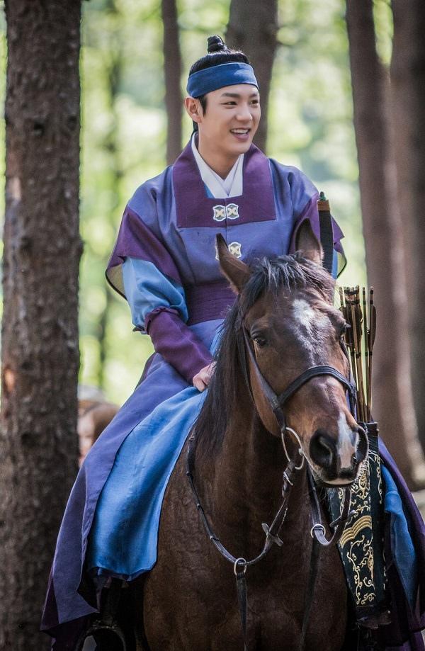 《魔女寶鑑》最新片場照發布 尹施允郭時暘騎馬同現身_3