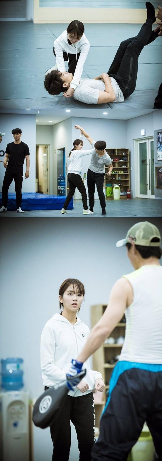 《打架吧鬼神》金所炫、玉澤演劇照 練武都那麼幸福!