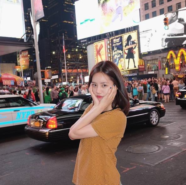 李惠利近況公開 拍寫真與母親紐約度假