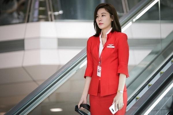 新劇《通往機場的路》首曝劇照 金荷娜完美變身空姐