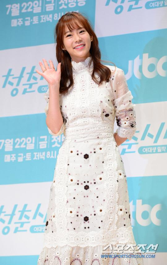 《青春時代》製作發表會 眾主演亮相甜美吸睛_韓昇延_2