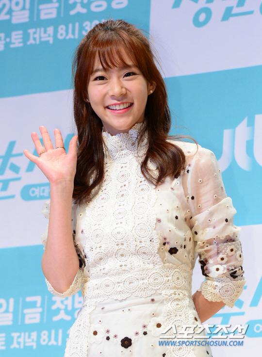 《青春時代》製作發表會 眾主演亮相甜美吸睛_韓昇延_1