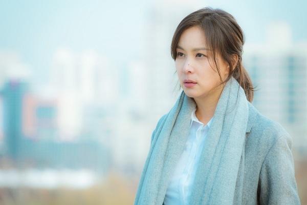 新劇《完美的妻子》發布劇照 高素榮完美融入角色