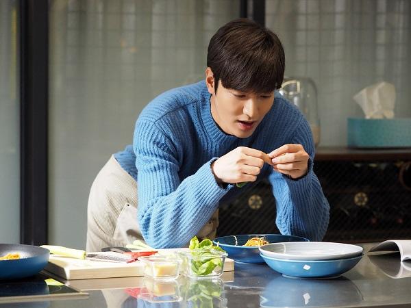 《藍海傳說》李敏鎬親自下廚 變身料理性感的男神_1