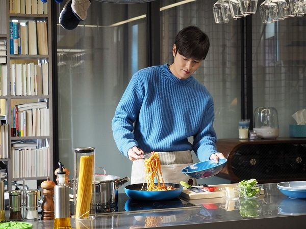 《藍海傳說》李敏鎬親自下廚 變身料理性感的男神_2