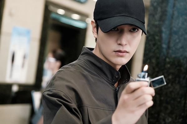 《藍海傳說》發布李敏鎬最新劇照 施展催眠術透魔性魅力