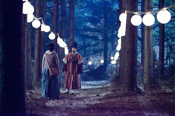《師任堂》發布最新劇照 宋承憲李英愛深情凝望_2