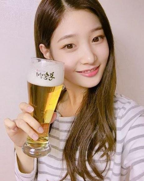 DIA全員友情客串《獨酒男女》 為鄭彩妍應援