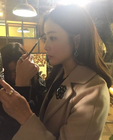 金喜善SNS發布照片 美麗容顏依舊