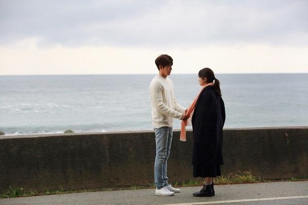 《任意依戀》新劇照發布 金宇彬秀智海邊相擁_3
