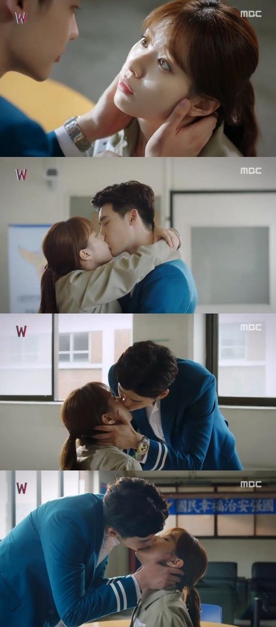 《W》創收視新高 李鍾碩韓孝周甜蜜擁吻