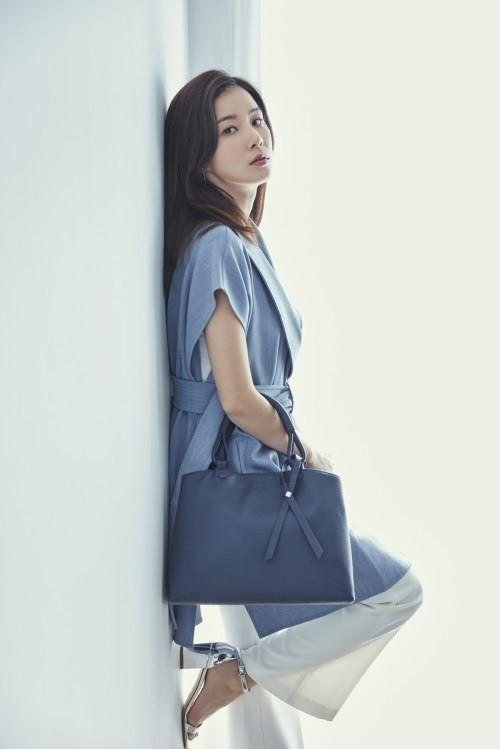 李寶英代言箱包品牌BE_GE_2017_02
