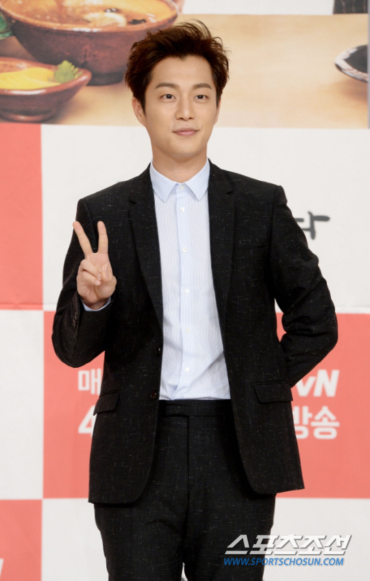 傳尹斗俊出演tvN新劇 公司稱仍在討論