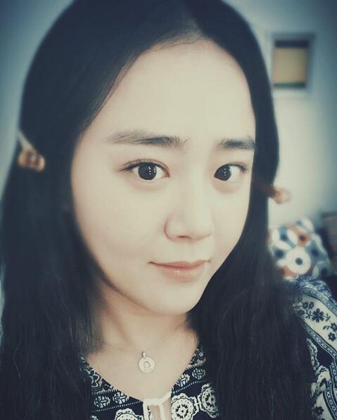 文瑾瑩SNS曬自拍 越發成熟美麗