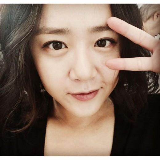 文瑾瑩曬自拍美照 皮膚白皙清新可愛