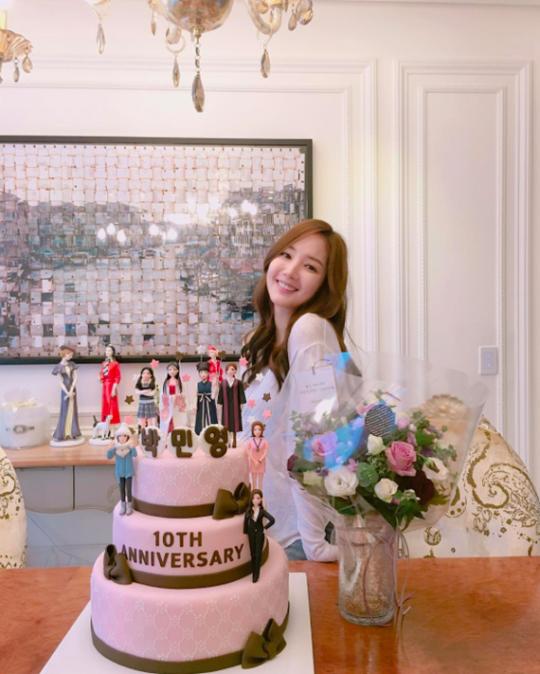 朴敏英出道十週年 曬紀念蛋糕致謝粉絲