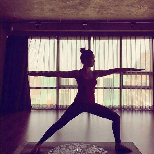 成宥利更新SNS 瑜伽練就好身材