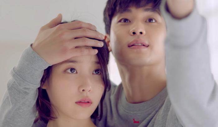 金秀賢出演IU新歌MV曝光 摸頭殺浪漫又甜_1