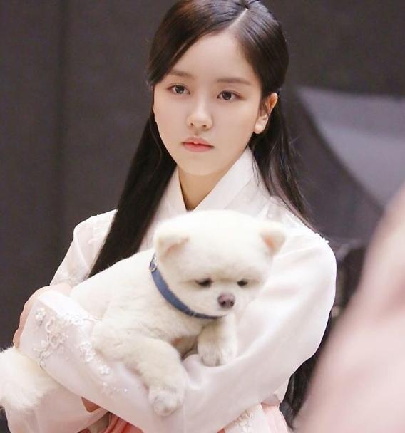 金所炫SNS曬與萌犬合照 可愛指數爆表
