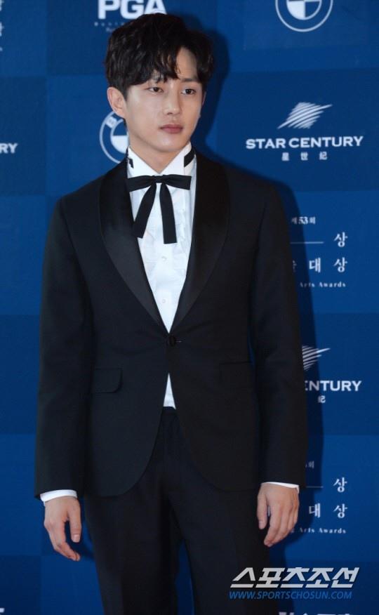 金玟錫被曝出演《青春時代2》 官方:僅收到提案