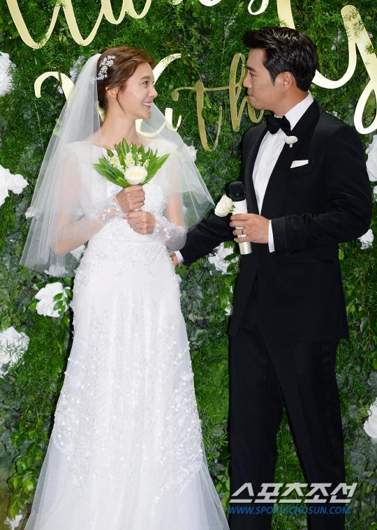 朱相昱車藝蓮舉行婚禮 笑容幸福甜蜜_9