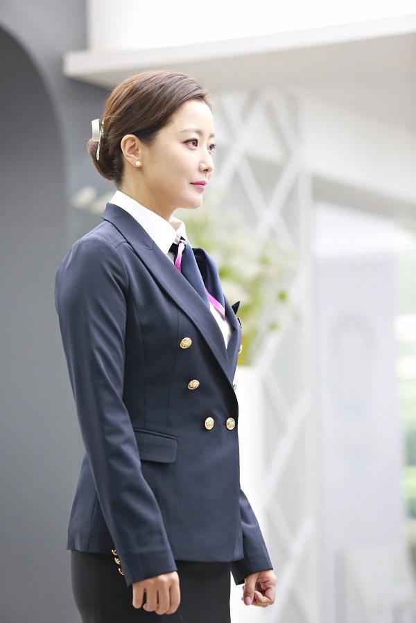 《有品位的她》發布新劇照 金喜善變身美貌空姐