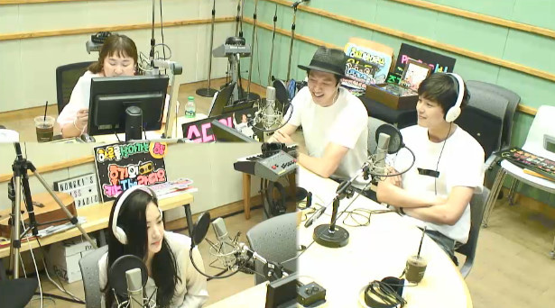 李東健亮相電台節目 稱不再做歌手活動