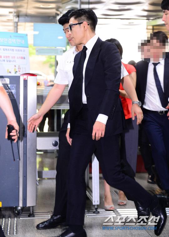 T.O.P出席審判 遭判刑10個月緩刑2年_12